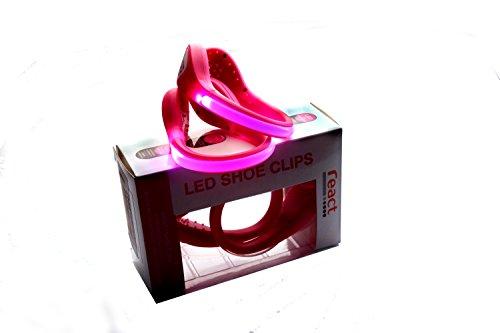 Original React LED Schuh Clips - Ein Paar Blaue, Grüne oder Rosa super helle LED Lichter. Hochwertige Sicherheitslichter zum Joggen, Radfahren, Gehen, Reiten & beim Sport im Freien. Wasserdicht und leicht mit Doppellicht Modus und langer Batterielebensdauer. Das Licht bewegt sich mit Ihnen um Autofahrer zu warnen. WERDEN SIE GESEHEN & BLEIBEN SIE SICHER mit den React LED Schuh Clips. Rosa / Rosa.